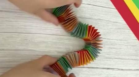 Renkli Karton Kağıtlar ile Stres Yayı